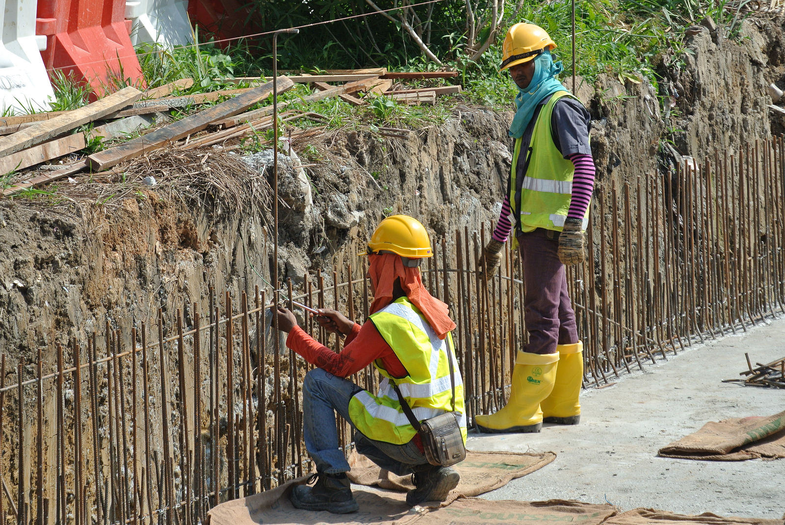reasons-to-hire-retaining-wall-contractor